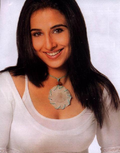 Vidya Balan Sizzling Face Look Wallpaper