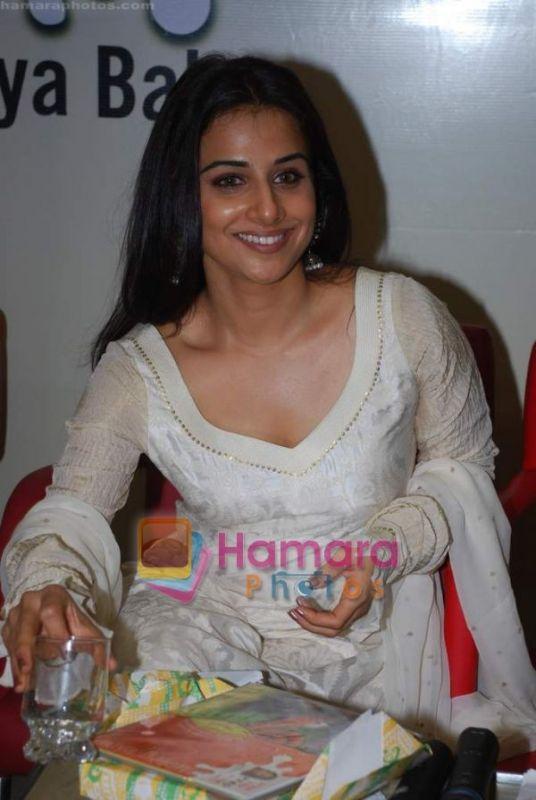 Vidya Balan Smiling Pics