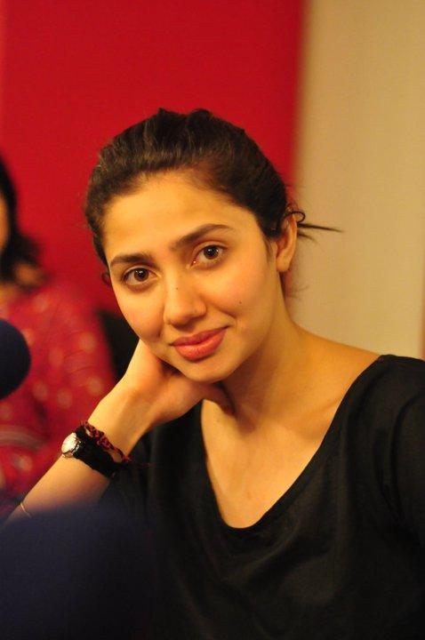 Mahira Khan Stunning Face Look Pics