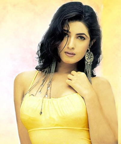 Twinkle Khanna Sizzling Face Look Wallpaper