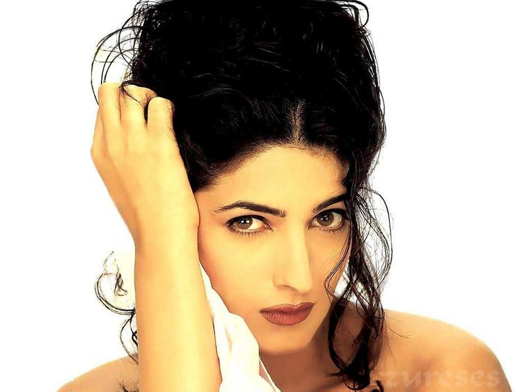 Twinkle Khanna Stunning Face Look Hot Wallpaper