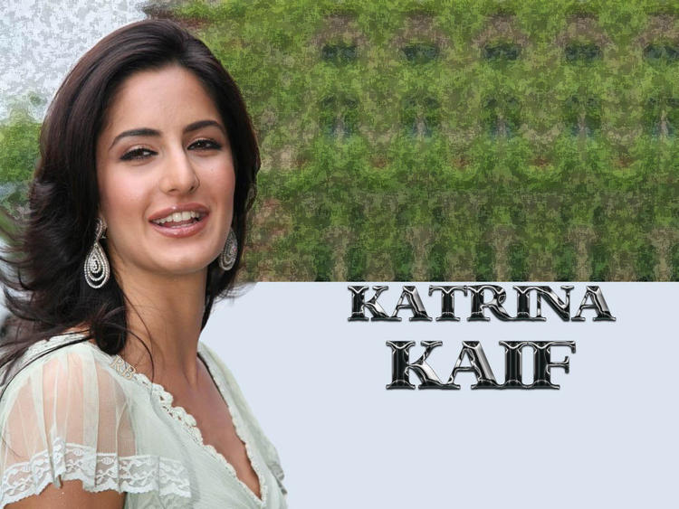 Smiling Beauty Katrina Kaif Wallpaper