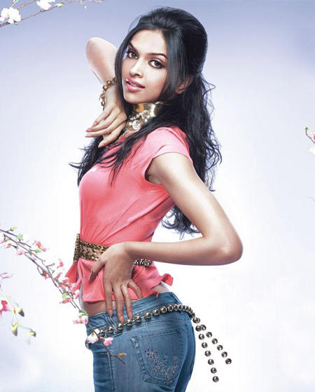 Deepika Padukone Looks Sexy In Pink Tops and Jeans