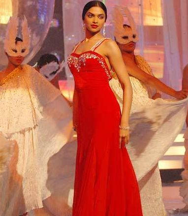 Deepika Padukone Red Gown Amazing Still