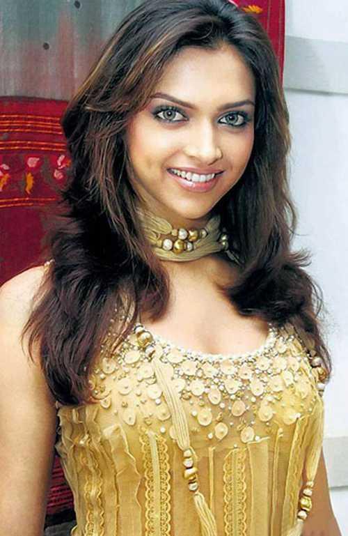 Deepika Padukone Sweet Smile Pic