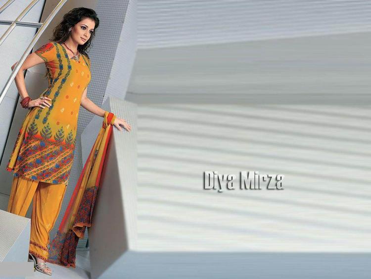Diya Mirza Hot Wallpaper In Salwar Kameez