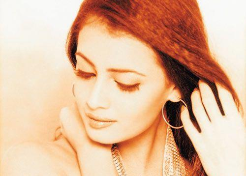 Diya Mirza Red Hair Romancing Wallpaper