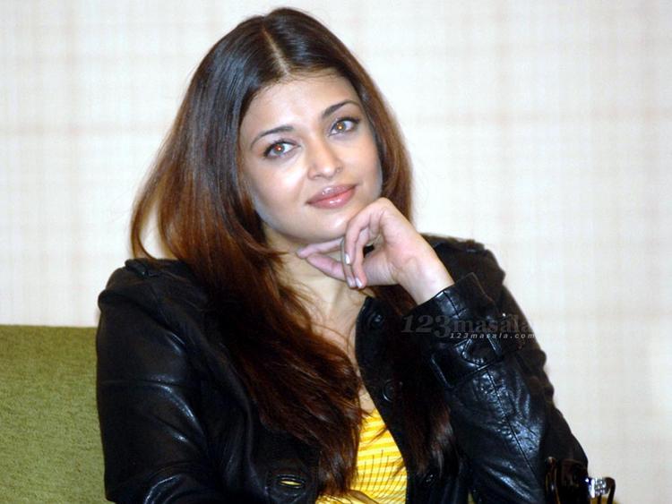 Aishwarya Rai Glamour Look Wallpaper