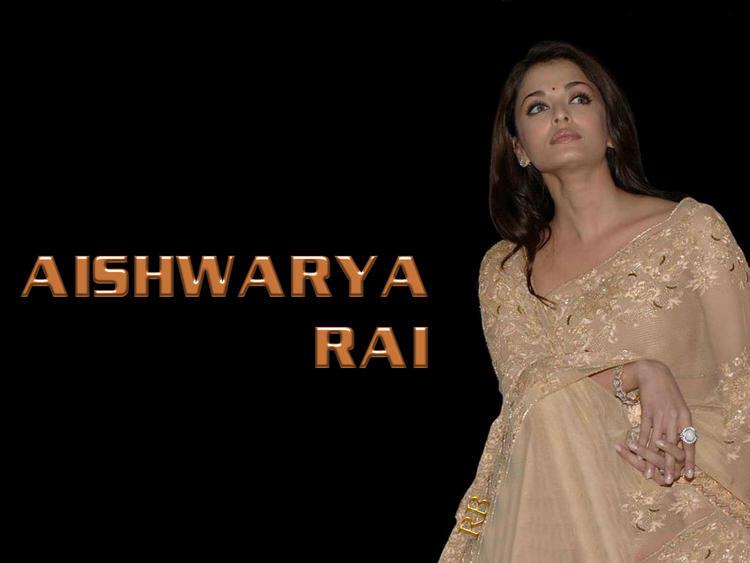 Aishwarya Rai Sizzling Hot Wallpaper In Saree