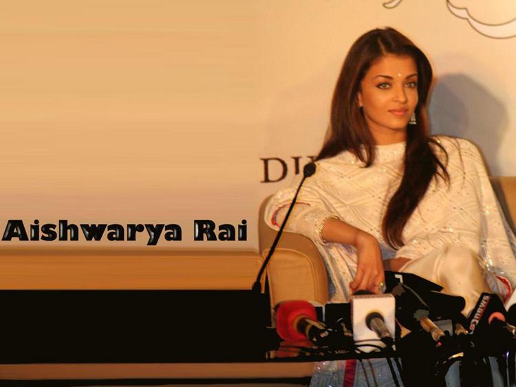 Aishwarya Rai Sizzling Wallpaper at Press Meet