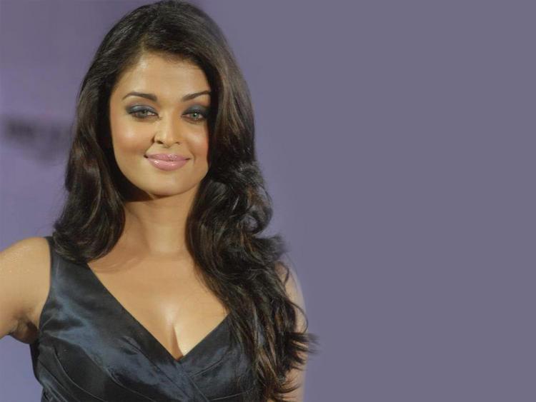Glam Girl Aishwarya Rai Sweet Pic