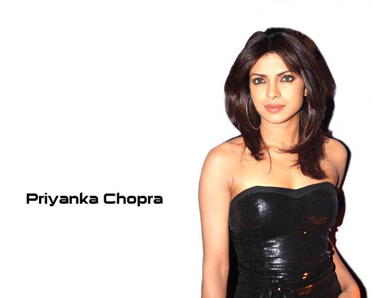 Priyanka Chopra Dazzling Look Wallpaper