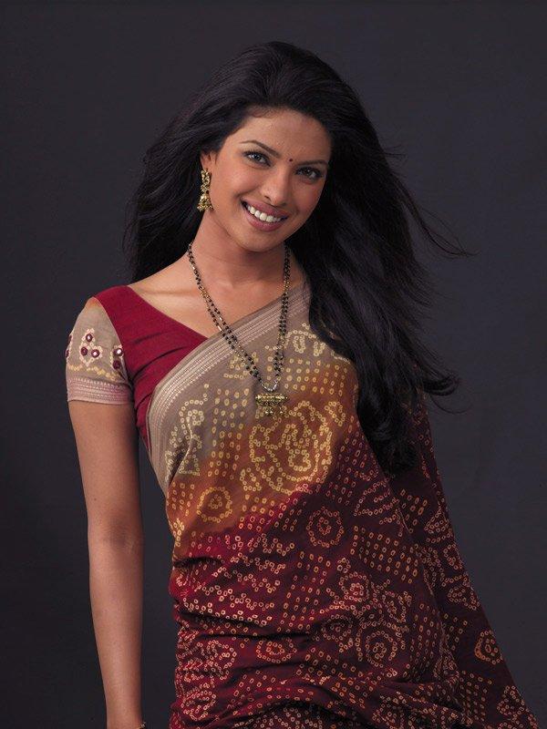Priyanka Chopra Looking Beautiful In Saree