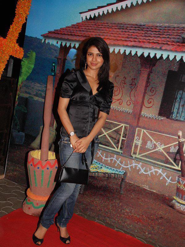 Priyanka Chopra Sexy Pose Photo Shoot