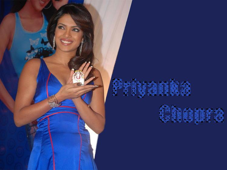 Priyanka Chopra Smiley Look Wallpaper