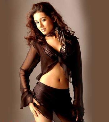 Amrita Rao Hot Navel Exposing Still
