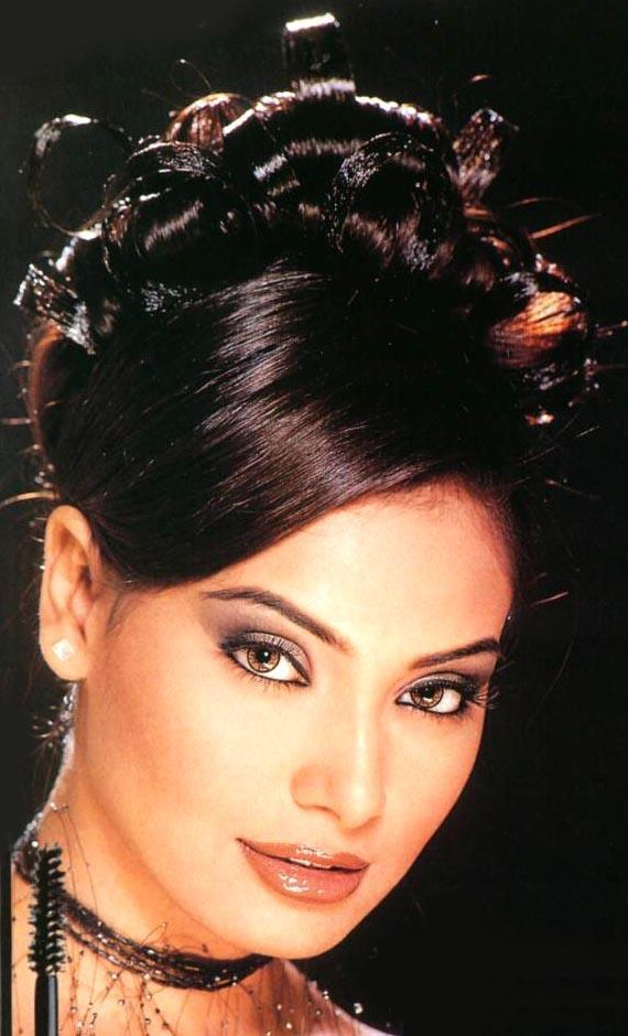 Bipasha Basu Attractive Look Wallpaper