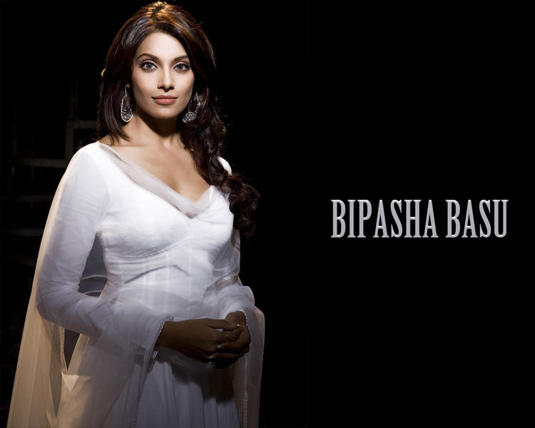 Bipasha Basu Charming Face Look Wallpaper