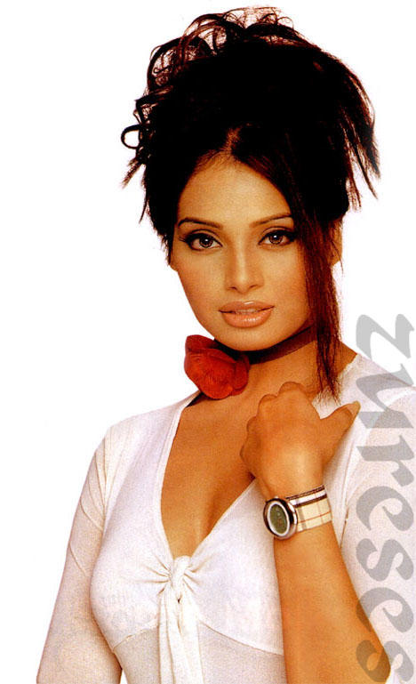 Bipasha Basu Glorious Face Look Wallpaper