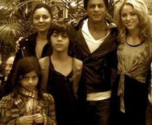 Shahrukh Khan With His Family And Shakira Nice Pics