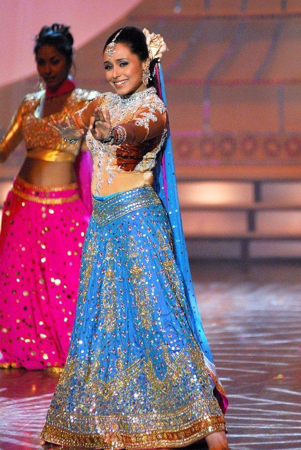 Rani Mukherjee Dancing Pose Pic