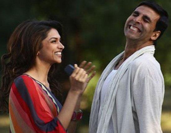 Akshay Kumar and Deepika Sexy Smile Pic