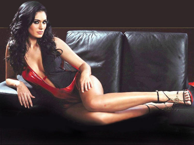 Bruna Abdullah Showing Her Glossy Legs Still