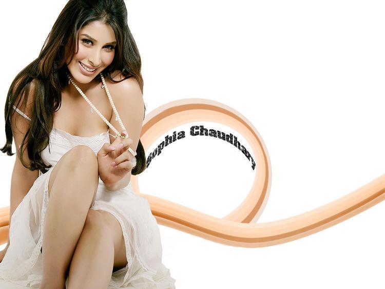 Sexy Sophia Chaudhary Cute Smiling Wallpaper