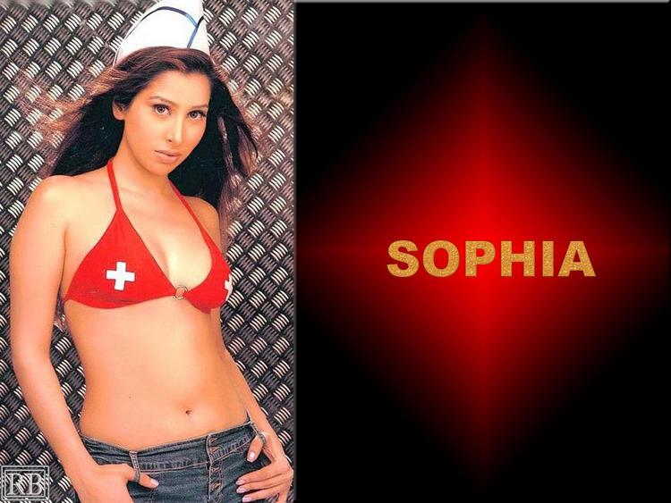 Sophia Chaudhary Sexy Navel Show Wallpaper