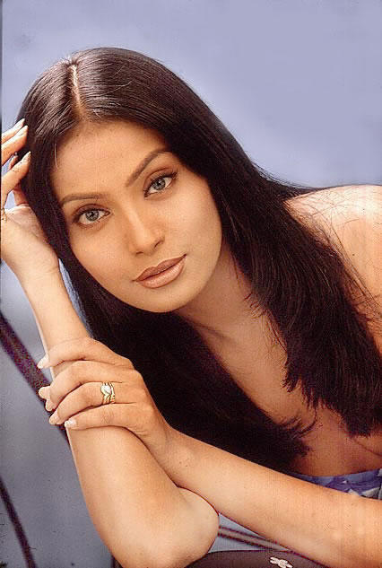 Bipasha Basu Attractive Face Look Still