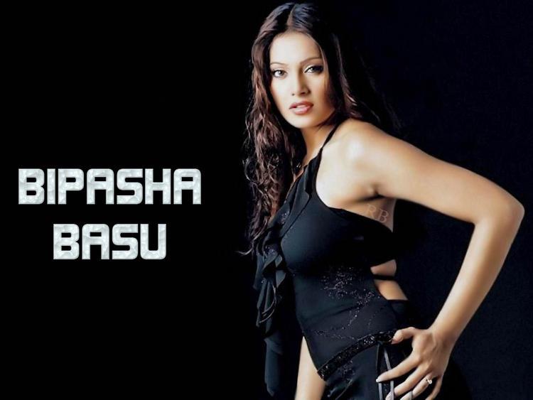 Bipasha Basu Hot Sexy Look Wallpaper