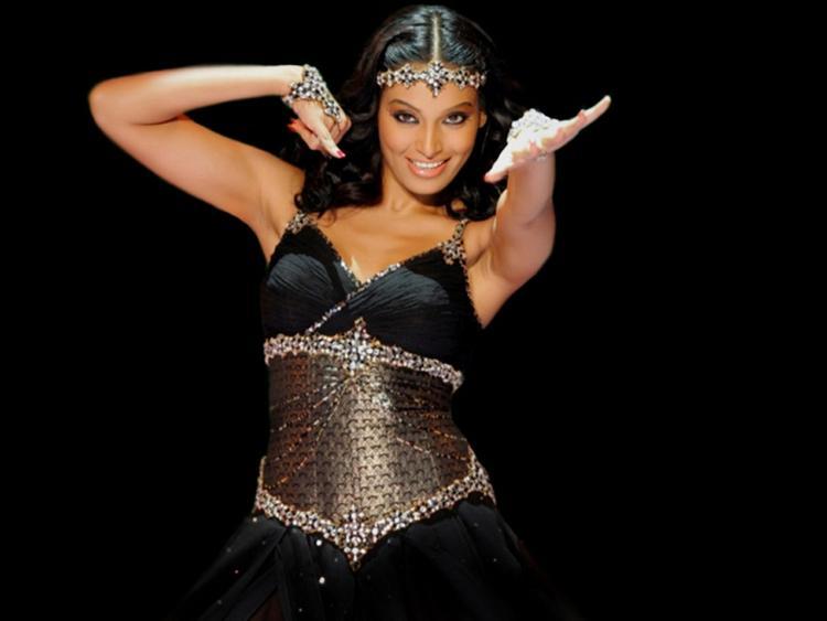 Bipasha Basu Sexy Dance Pose Still