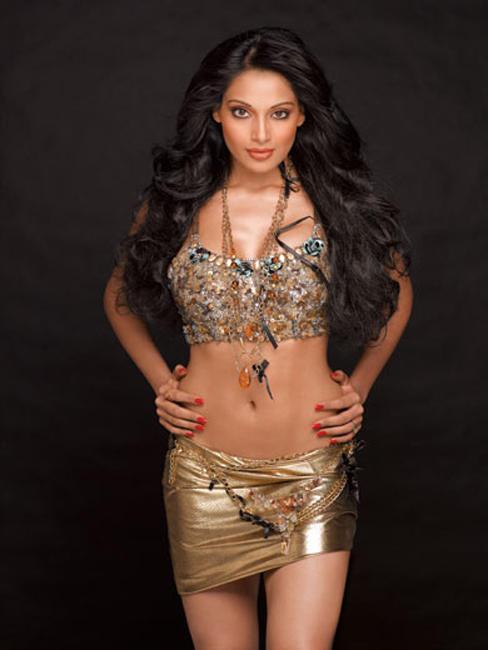 Bipasha Basu Spicy Navel Expose In Mini Dress