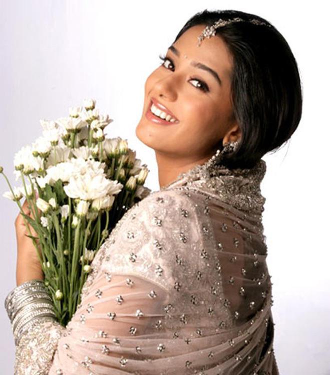 Amrita Rao Beautiful Smiley Look Wallpaper