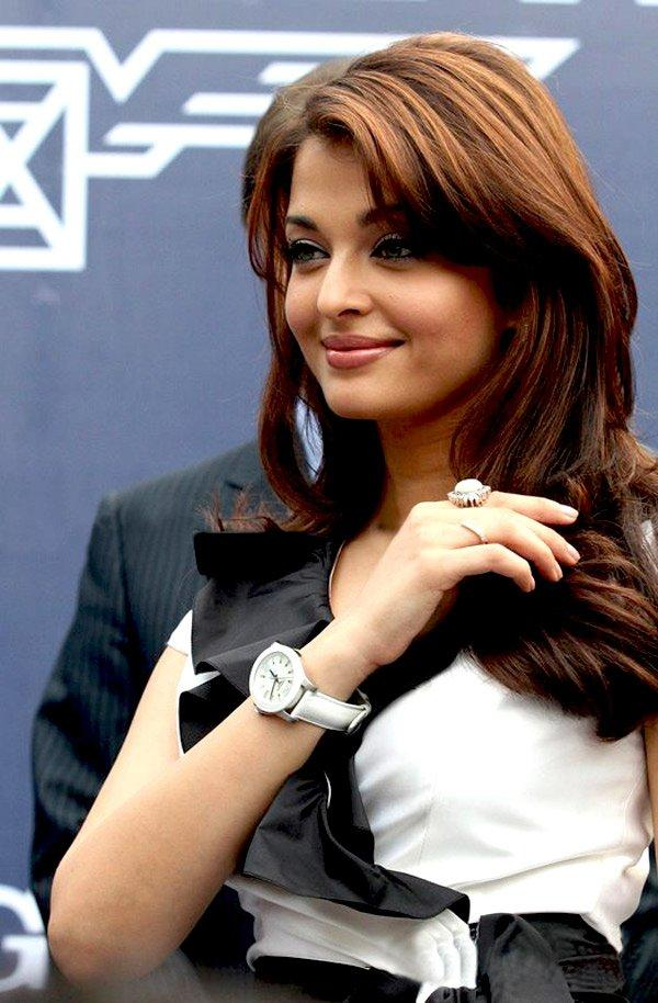 Aishwarya Rai Nice And Simple Wallpaper