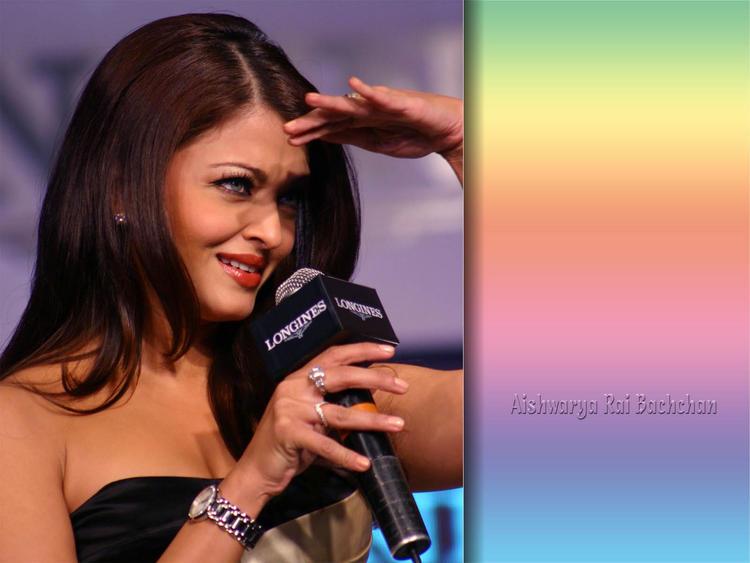 Aishwarya Rai Nice Look Pics