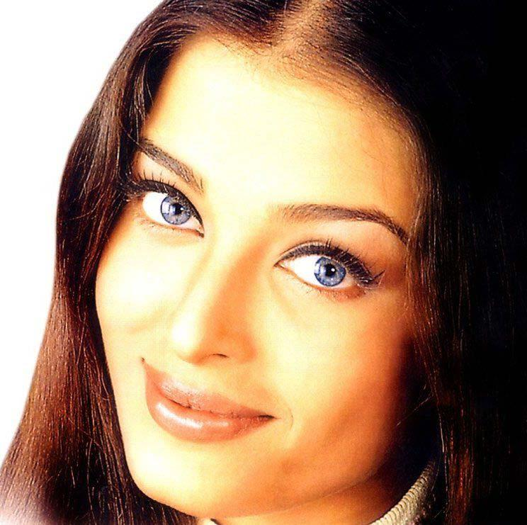 Aishwarya Rai Stunning Face Look And Hot Eyes Wallpaper