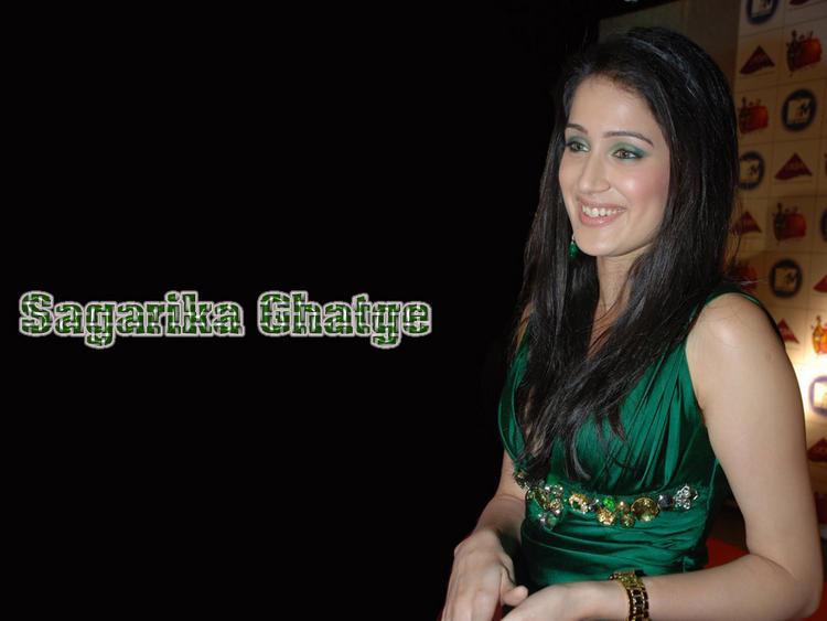 Sagarika Ghatge Beautiful Smiling Face Look Wallpaper