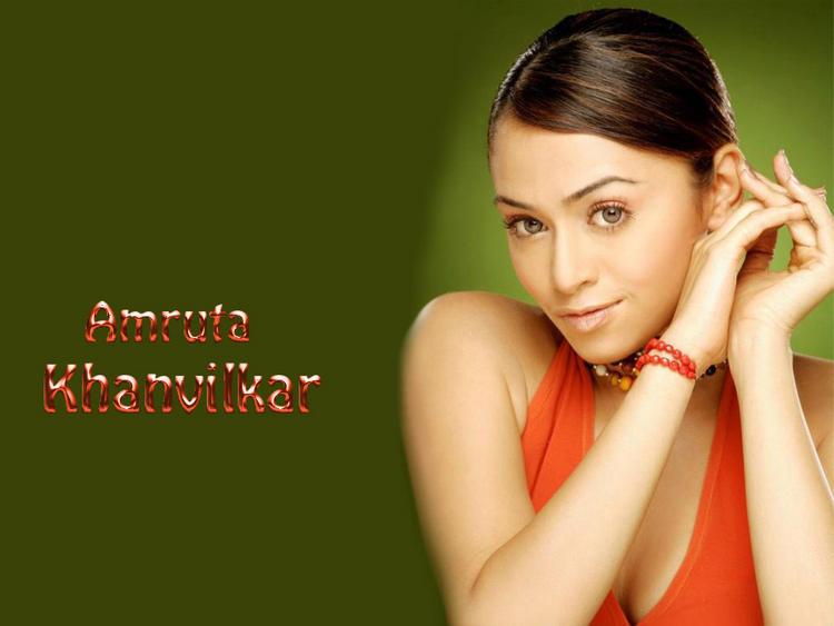 Amruta Khanvilkar Attractive And Stunning Face Look Wallpaper