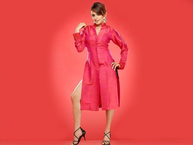 Amruta Khanvilkar Red Dress Wallpaper