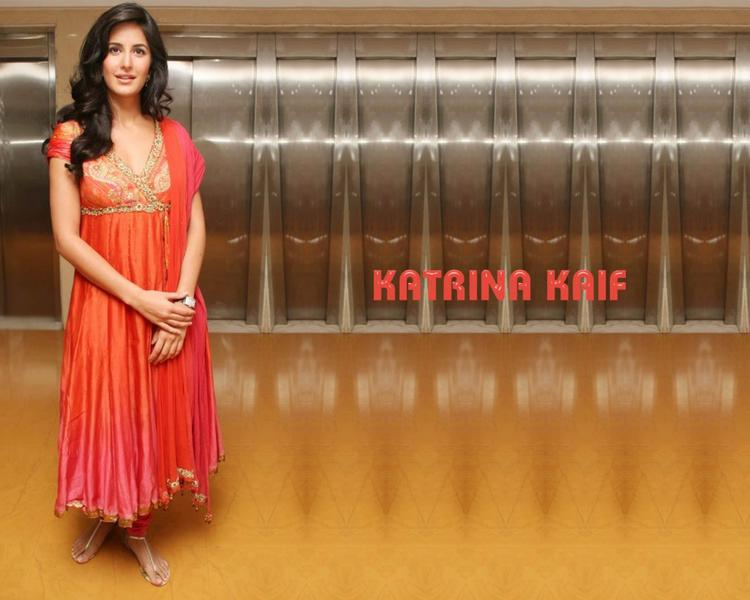 Katrina Kaif Beautiful Wallpaper In Churidar