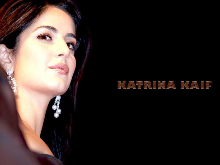 Katrina Kaif Glowing Look Wallpaper