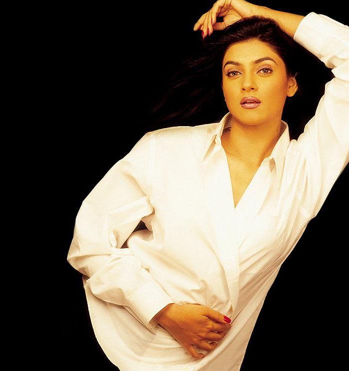 Sushmita Sen Sizzling and Romantic Look Still