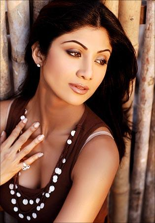 Shilpa Shetty Deep Cleavages Show Sexy Pic