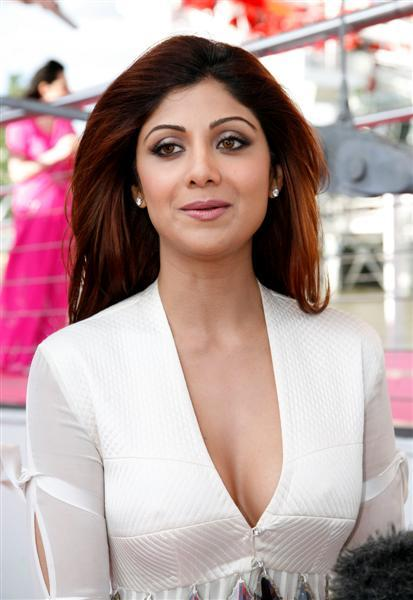 Shilpa Shetty Sexy Cleavages Pic