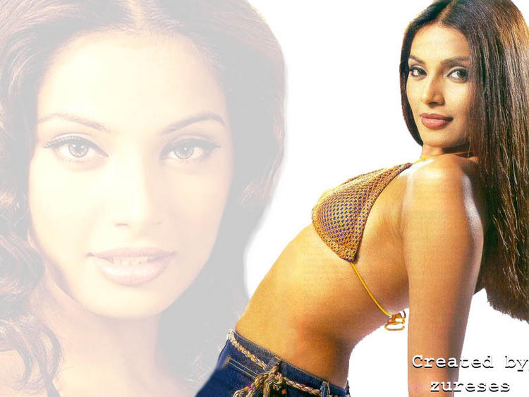 Bipasha Basu Bold And Sexy Wallpaper