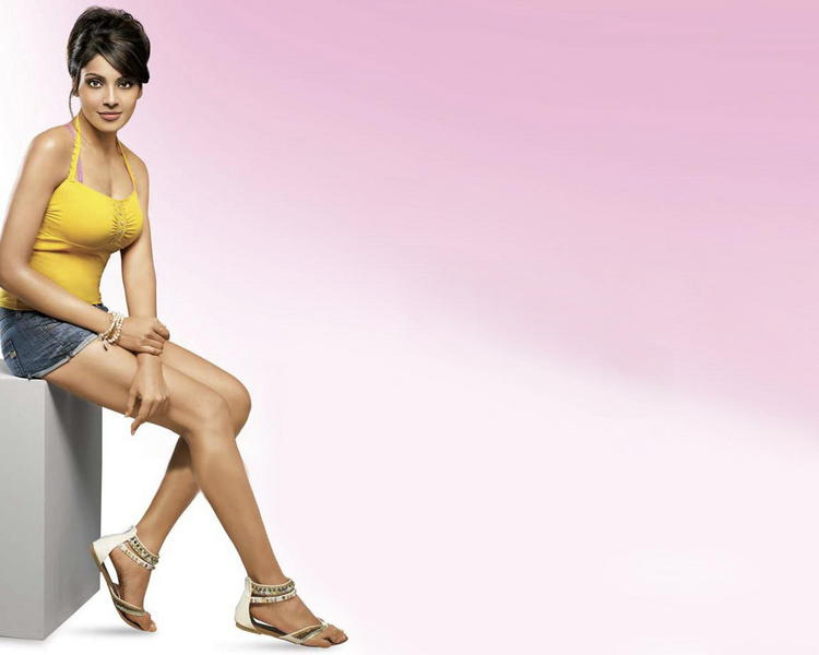 Bipasha Basu Sexy And Hot Wallpaper