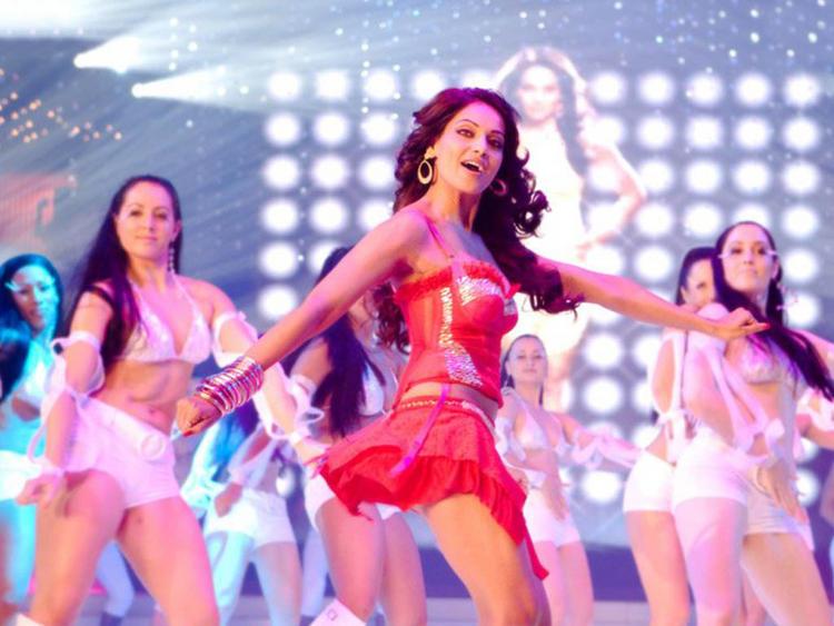 Bipasha Basu Sexy Dancing Pics