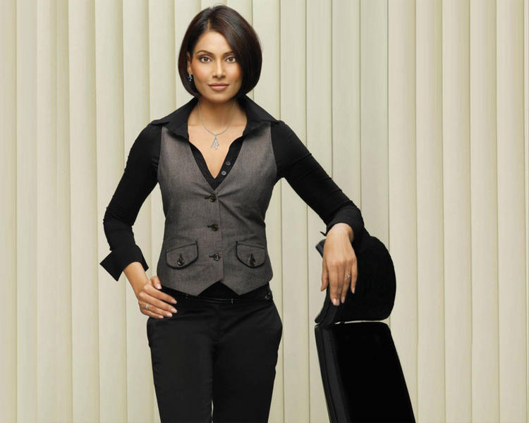 Bipasha Basu Smart Look Wallpaper