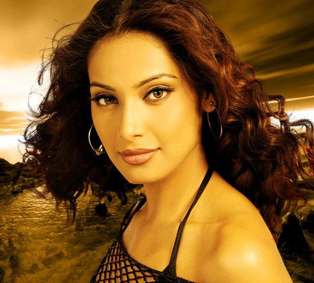 Bipasha Basu Stunning Face Look Wallpaper